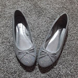 Justice girls silver flat shoes size 6